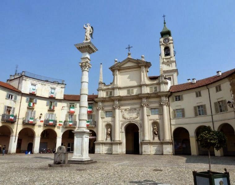 Venaria Reale piazza Annunziata