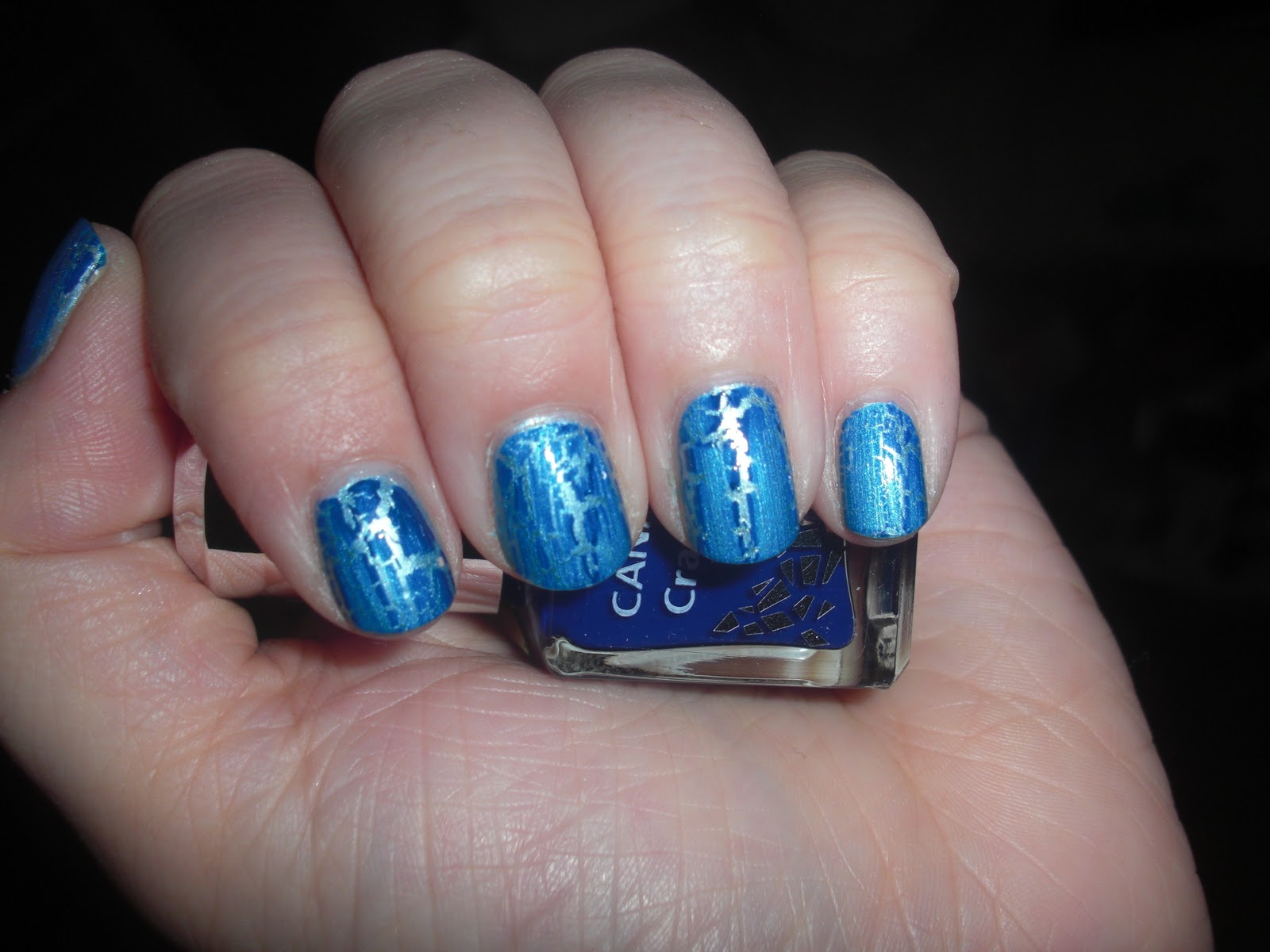 Маникюр с серебристым и синим лаком