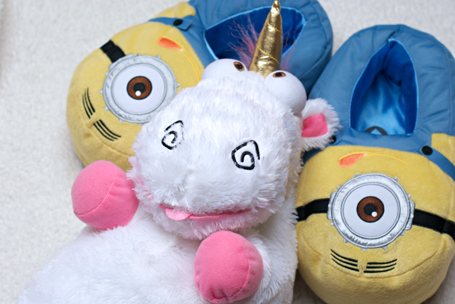 minion slippers unicorn it's so fluffy I'm gonna die