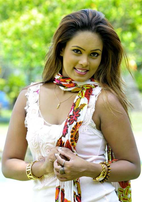 Chat with Menaka Peris : Gossip Lanka News And Sri Lanka Hot News