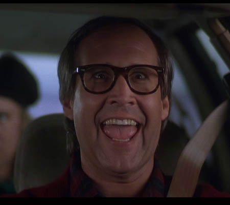 Clark smiling Christmas Vacation 1989 movieloversreviews.blogspot.com