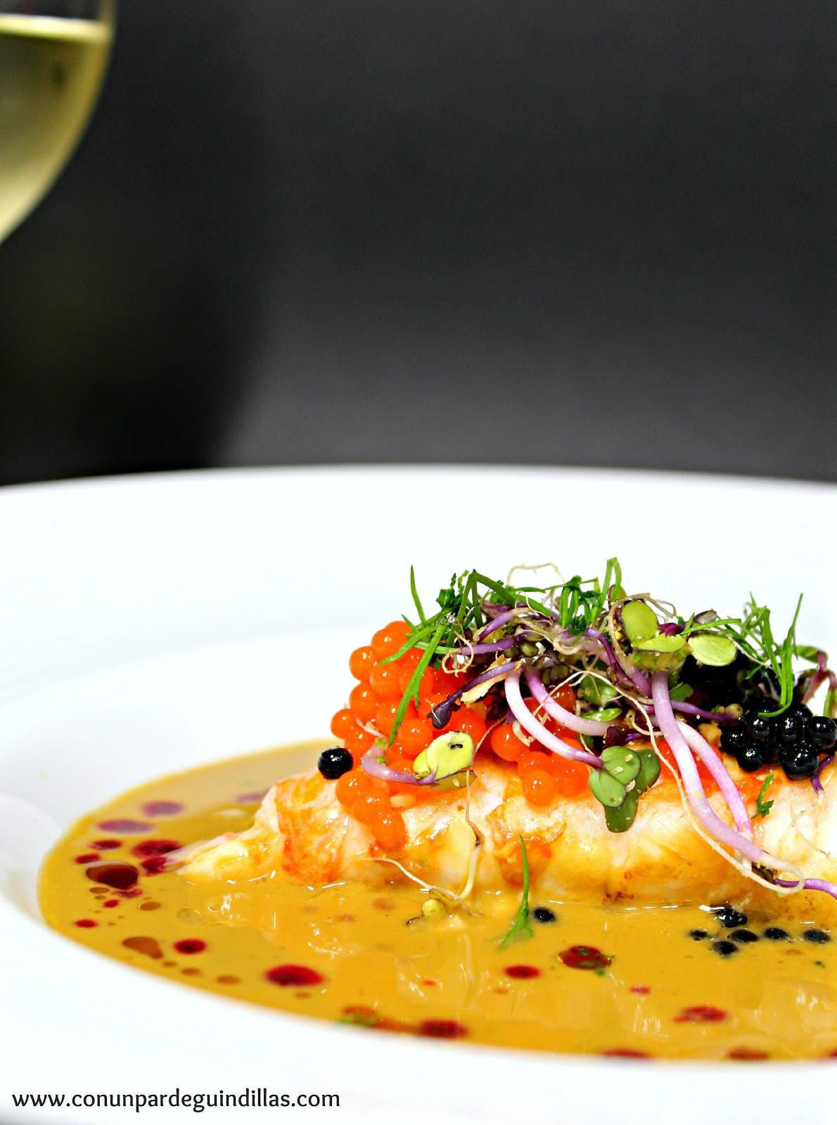 Crema de marisco Aneto con colas de cigala y caviar bicolor