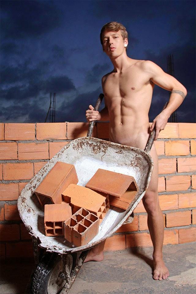 Daniel Chaves posa de pedreiro sexy para editorial de moda - Foto: Jorge Beirigo