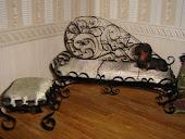 Миниатюрный канапе-диван