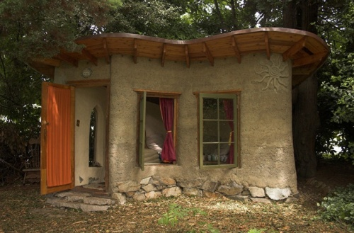 Morninglory kitsch cob house is it for us for Building a studio in the backyard