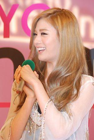 [News] Nana ha recibido una beca de la Universidad Nacional de Artes de Seúl. 531210_345020365543774_310467928999018_1022561_490983206_n
