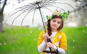 Wallpaper gambar anak perempuan pakai payung
