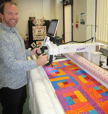 Stuart Hillard quilting with the Handi Quilter Avante