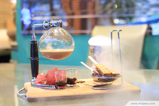 Blowing desserts mixology gastronomy at locale 24 diner for Food bar pik