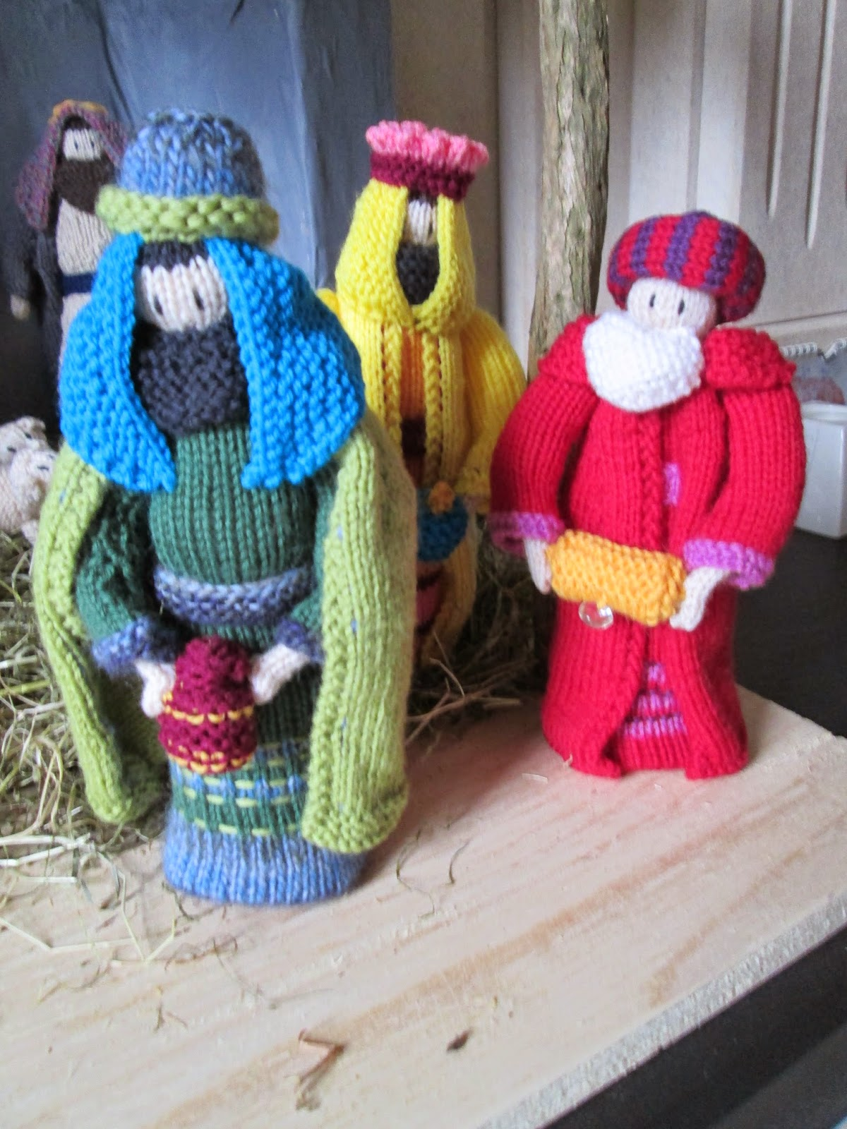 Knitting Pattern Nativity Stable : hookin A yarn: Knitted Nativity Set