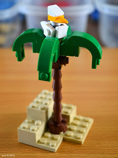 lego beach house - palm tree with gull