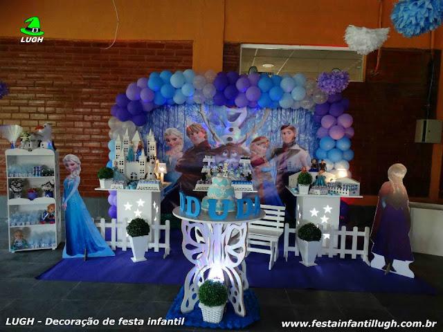 Tema Frozen em decoração de mesa provençal para festa de aniversário de meninas - Recreio RJ
