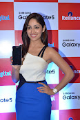 Yami Gautham at samsung note 5 launch-thumbnail-10