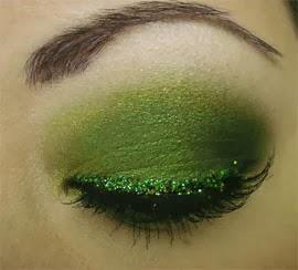 make verde com brilho e cílios postiços Carnaval 2014