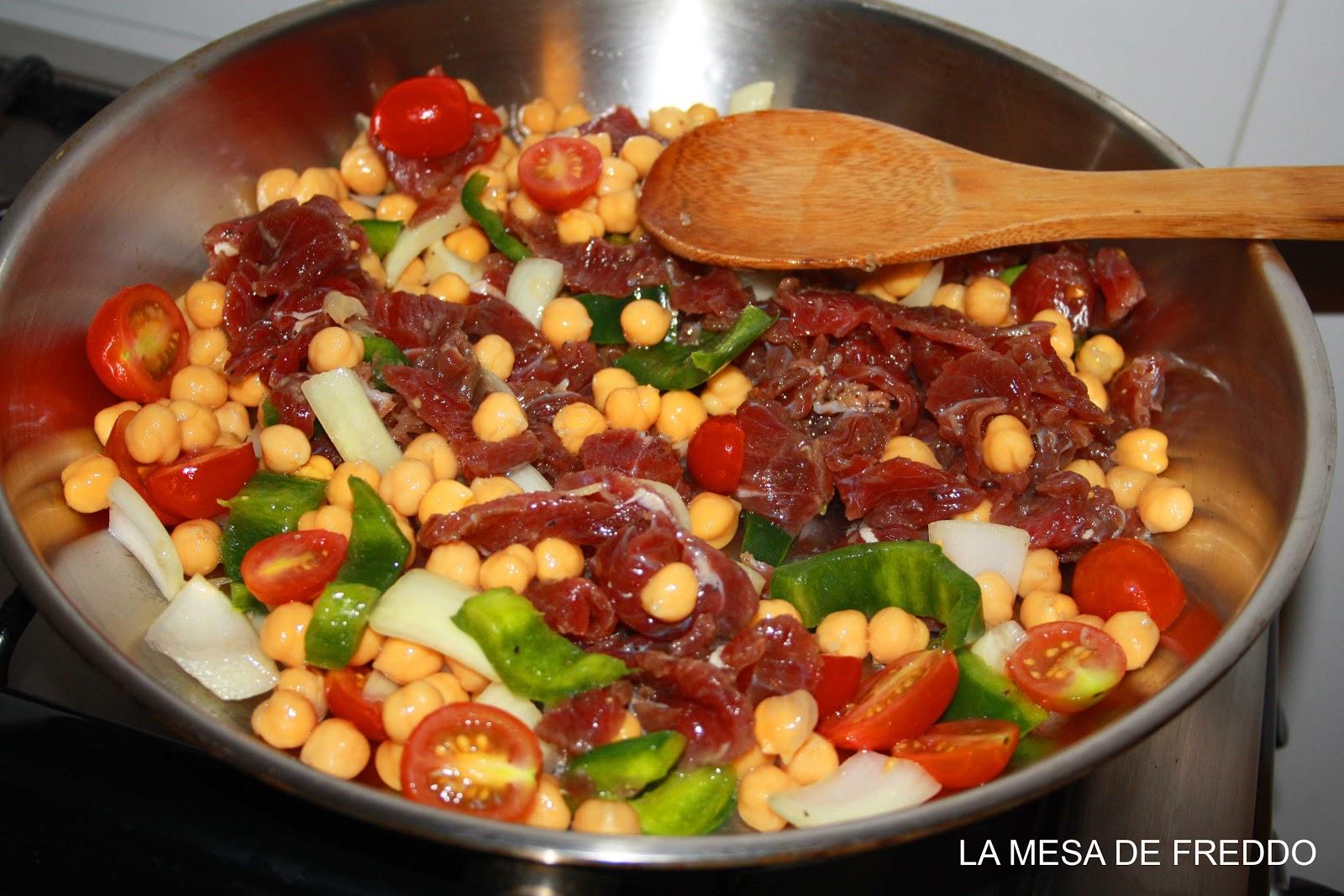 Cenas r pidas tiras de carne con garbanzos la mesa de - Cenas rapidas y sencillas y economicas ...