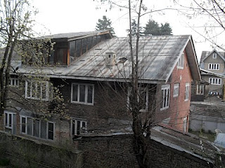 Chinar Shade Sloping Roofs Of Kashmir
