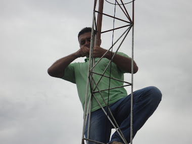 Cavadeira colocando a nova antena