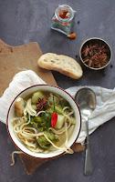 Jamie sültcsirkés ázsiai levese