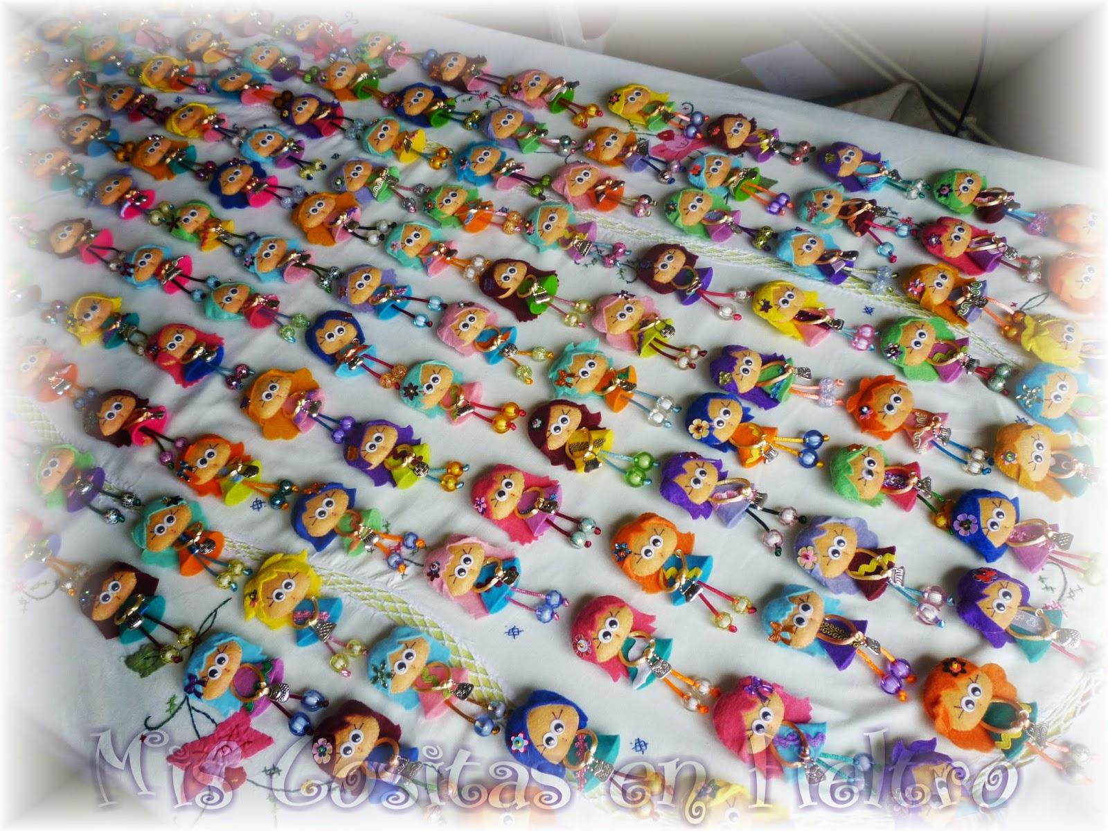 broche de fieltro, muñeca de fieltro, felt pin, felt art, Pequechiña, pequechiñas, niña fieltro, broche en fieltro, primera comunión fieltro, souvenir, regalo, detalle, souvenir boda