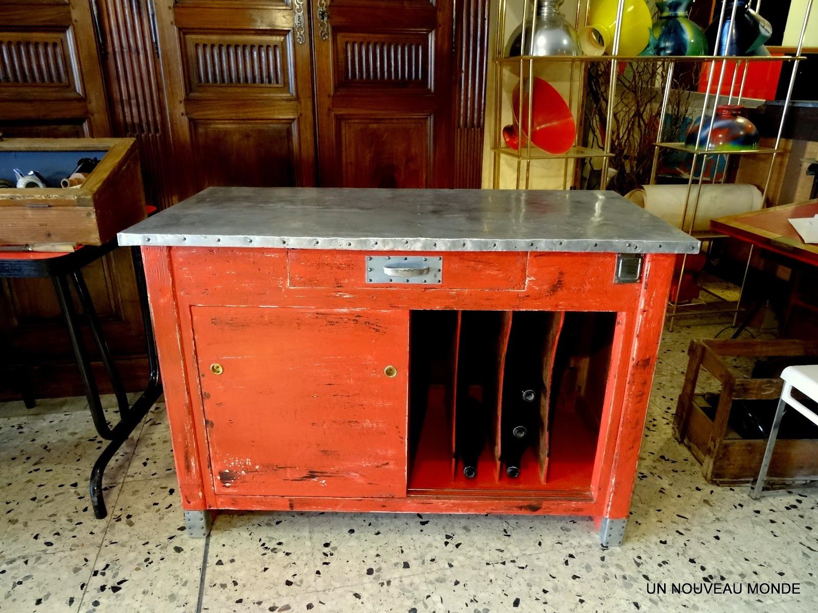 l 39 atelier de philippe meuble de m tier petit buffet zingu patine rouge. Black Bedroom Furniture Sets. Home Design Ideas