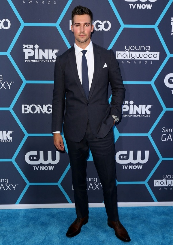celebrity heights how tall are celebrities heights of celebrities how tall is james maslow. Black Bedroom Furniture Sets. Home Design Ideas