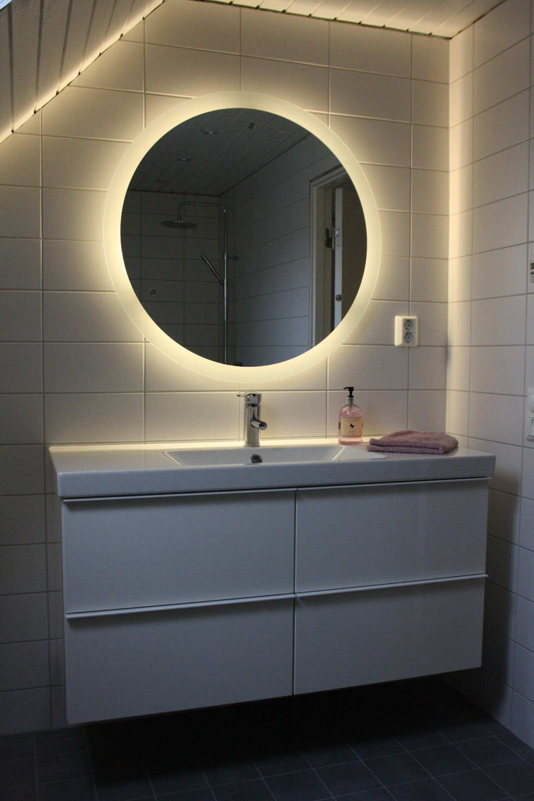 Badrum belysning spegel ~ xellen.com
