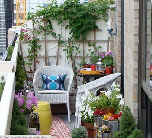 teras rumah minimalis sederhana di balkon atau di bagian lantai atas rumah