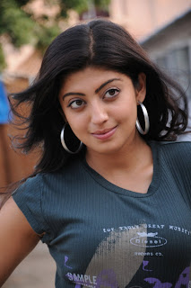 Pranitha New Cute Images [Searchind.blogspot.com]