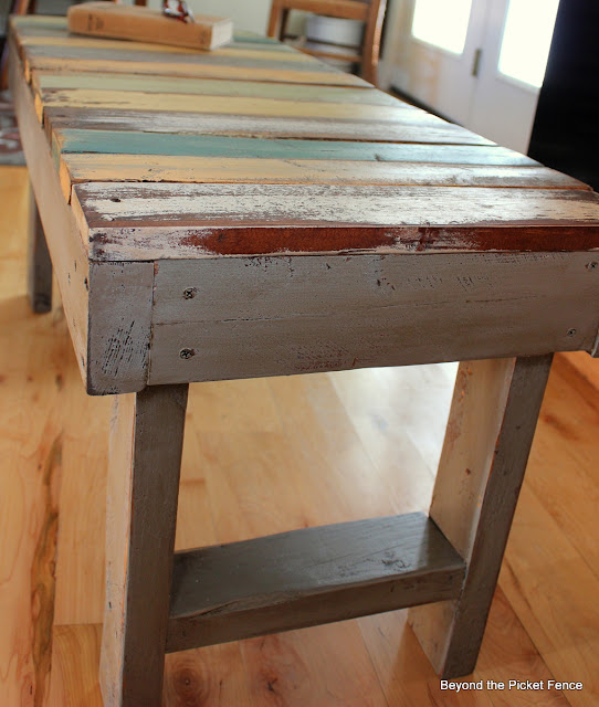 10 bench ideas reclaimed wood pallet bench http://bec4-beyondthepicketfence.blogspot.com/2014/01/the-bench.html
