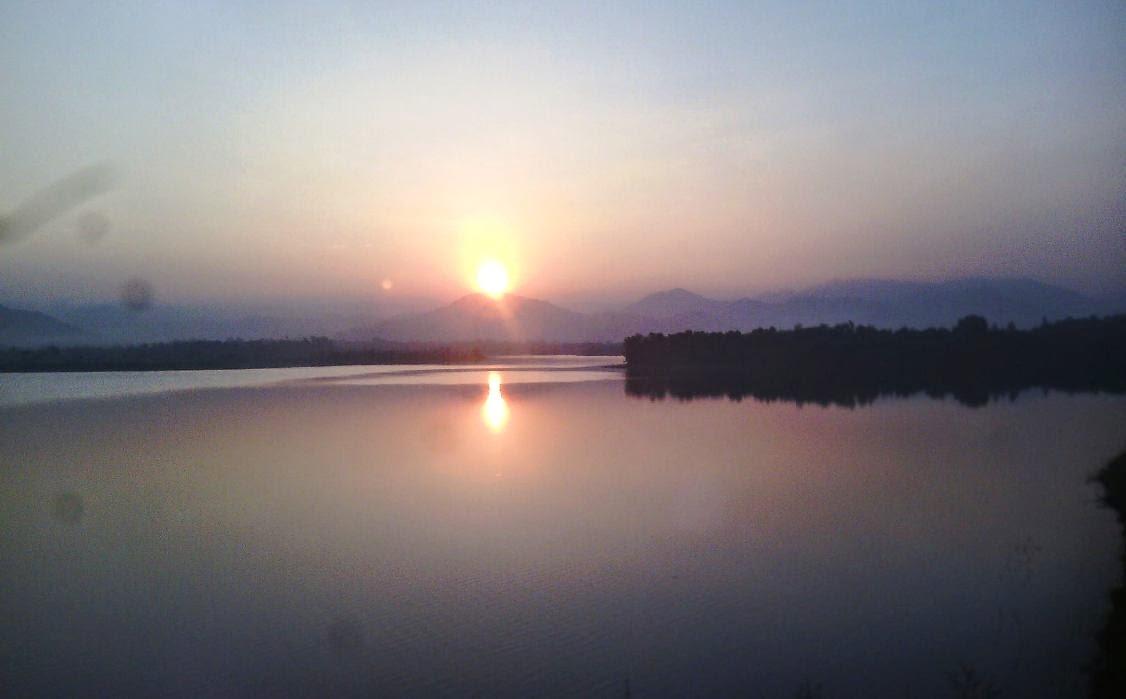 Hoàng hôn hồ Đại Lải