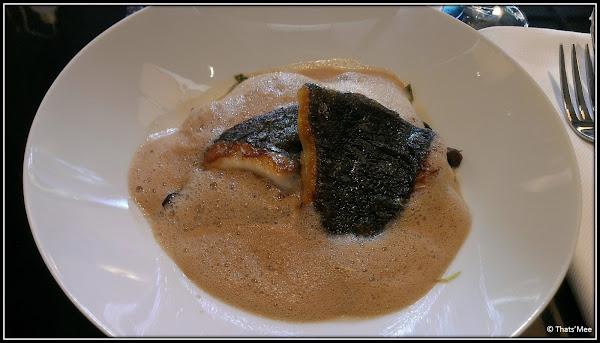 Restaurant Monsieur Bleu Paris Palais Tokyo déco verte Yves Klein, plat poisson turbot Benjamin Masson