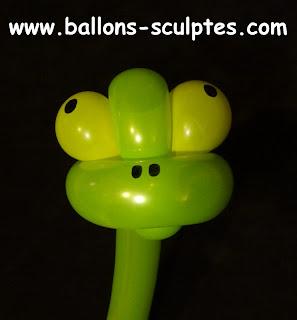 tête de diplodocus en ballons