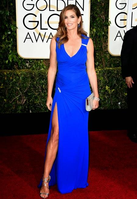 Синди Крауфорд в кобалтово синя рокля Versace на Златен глобус 2015