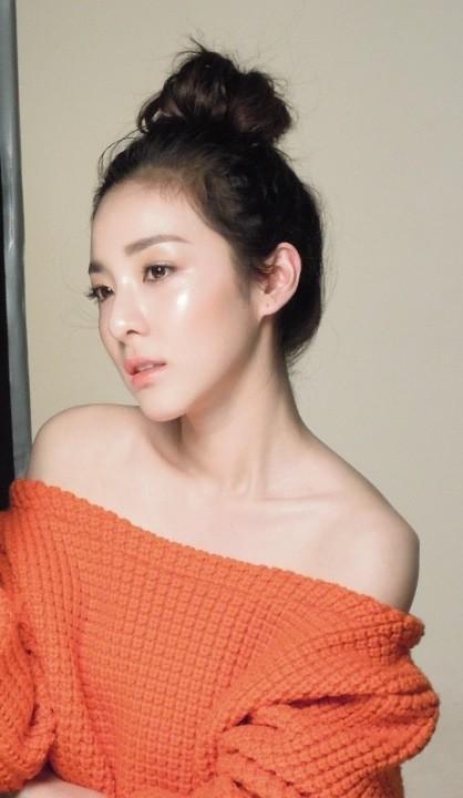 Dara 2NE1 Bahu Sexy