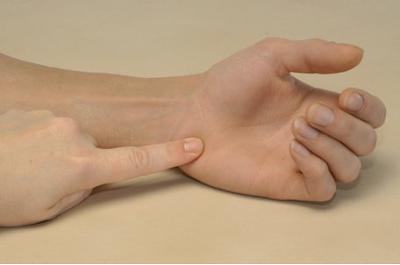 Пальпация крючковидной кости (os hamatum) и её крючка