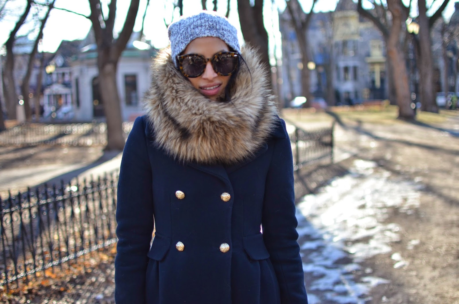 SF style in Montreal, navy coat, gold buttons, faux fur infinity scarf