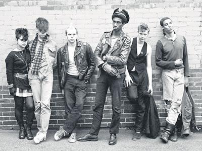 Grunge Fashion on Punk Metal Glam Grunge Tutte Tendenze Musicali Anni 80 90