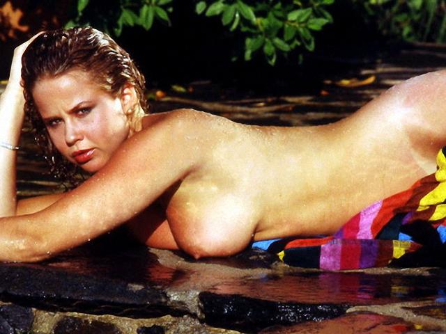 Linda Blair desnuda