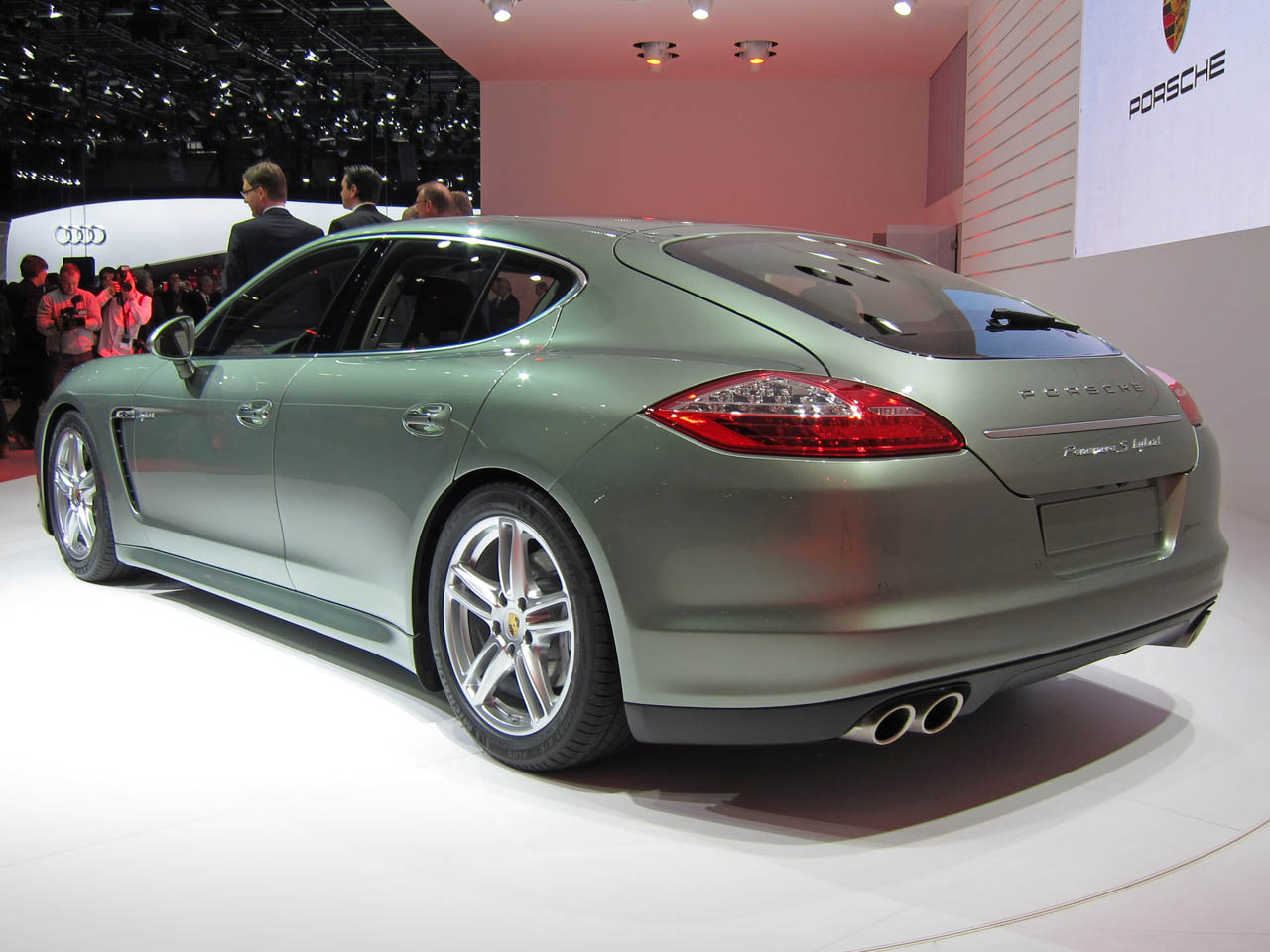 mix up blog porsche panamera s hybrid geneva 2011. Black Bedroom Furniture Sets. Home Design Ideas