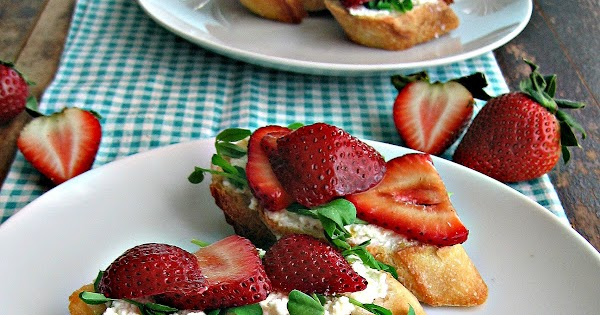 sweetsugarbean: Crostini with Balsamic Strawberries ...