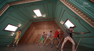 SHINee Dream Girl mic stand dance