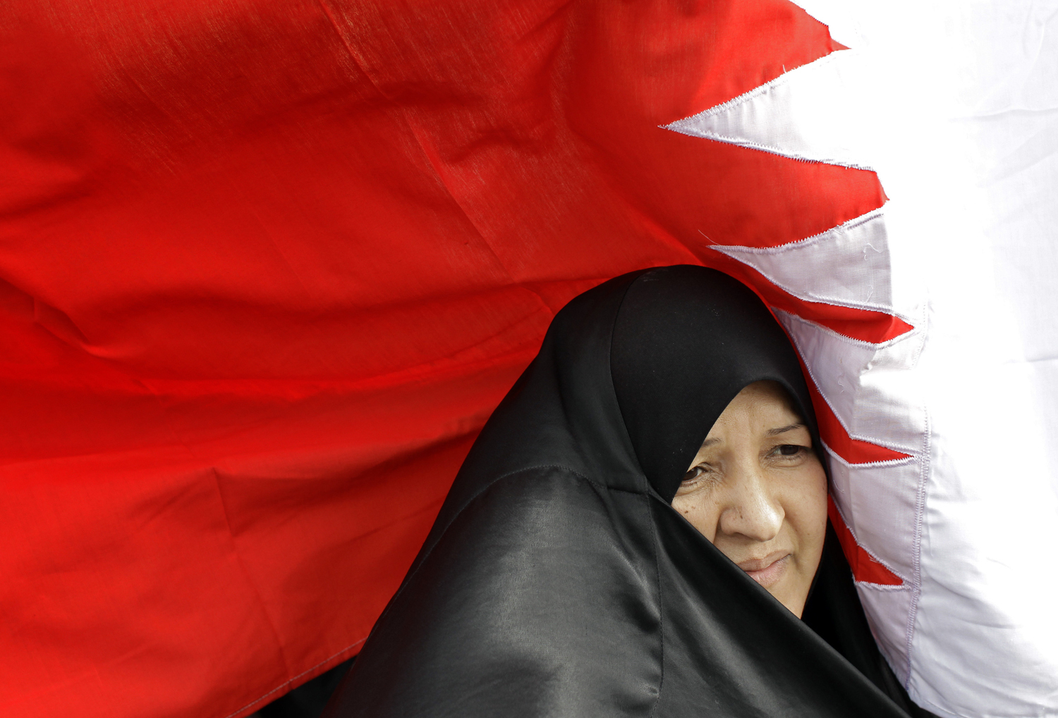 http://4.bp.blogspot.com/-e-uvZBfUlfY/Tc7t6FpbbTI/AAAAAAAAA-8/Pbn5zAkU9nA/s1600/Graphics+Wallpapers+Flag+of+Bahrain+%25284%2529.jpg