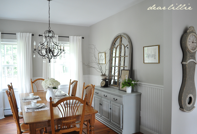 http://dearlillieblog.blogspot.com/2013/08/my-parents-dining-room.html