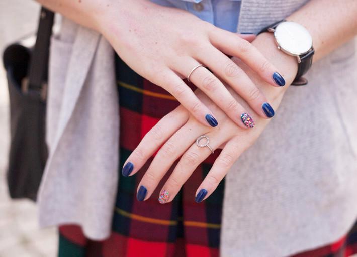 confetti accent nail