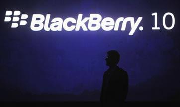 El golpeado fabricante de teléfonos BlackBerry, Research in Motion, informó el viernes que resolvió una falla que afectó a sus usuarios en Europa, Medio Oriente y Africa, quienes se quedaron sin servicio el mismo día en que Apple Inc. sacó a la venta su nuevo iPhone 5. Mediante mensajes en Facebook y Twitter, RIM agregó que resolvió los problemas después de unas cuantas horas y ofreció disculpas a los clientes por las molestias. El apagón hizo recordar las dificultades desagradables que tuvieron los usuarios de Blackberry el año pasado, cuando muchos se quedaron sin correo electrónico y mensajes de chat