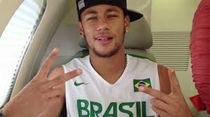 los medios de comunicación dan un exceso de importancia las publicaciones en las redes sociales de Neymar