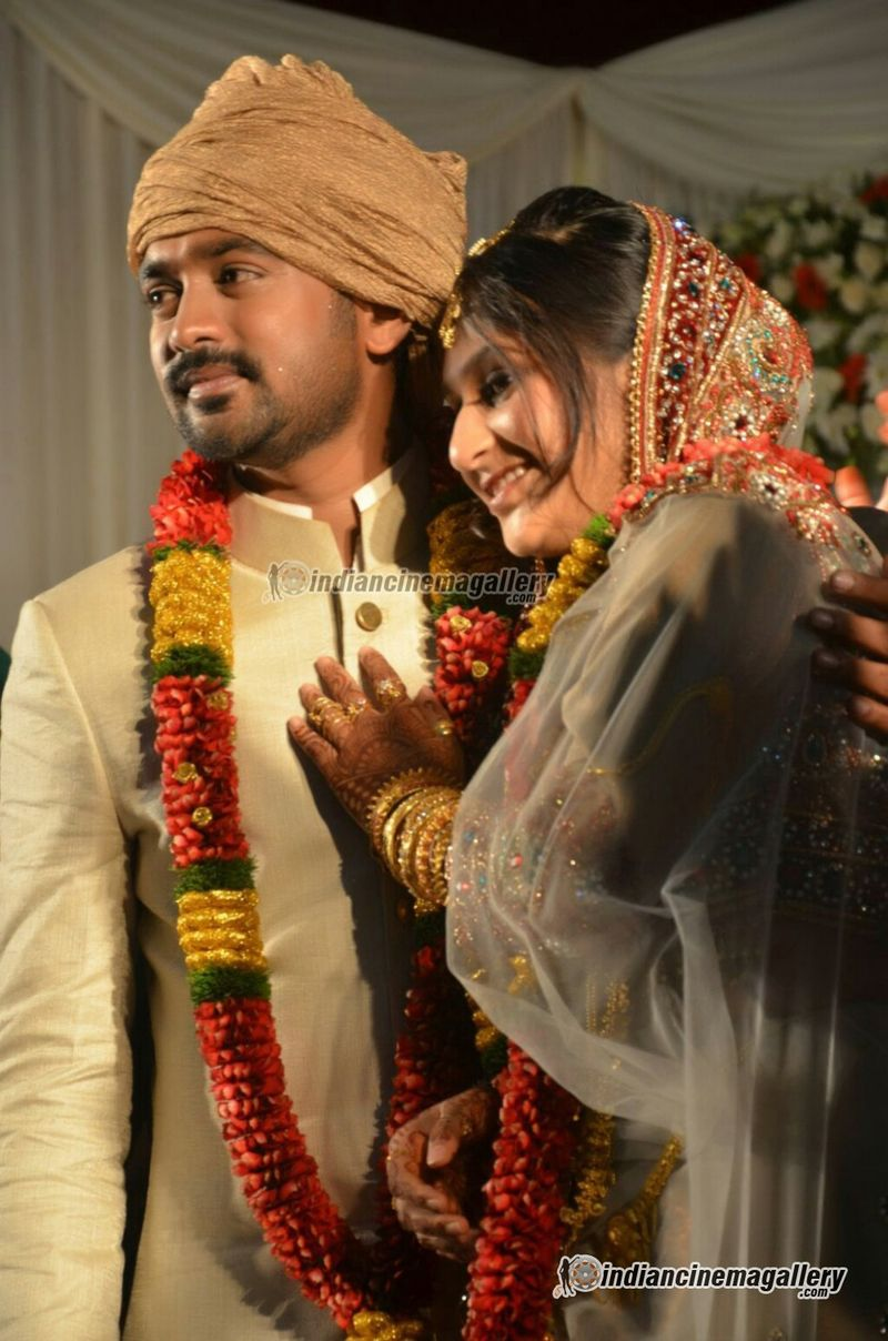 Asif Ali and Zama Mazreen wedding marriage pictures from thalassery