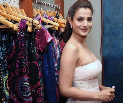 bollywood-actress-amisha patel-veryhot