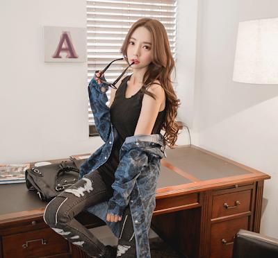 Park Soo Yeon Sexy Secretary