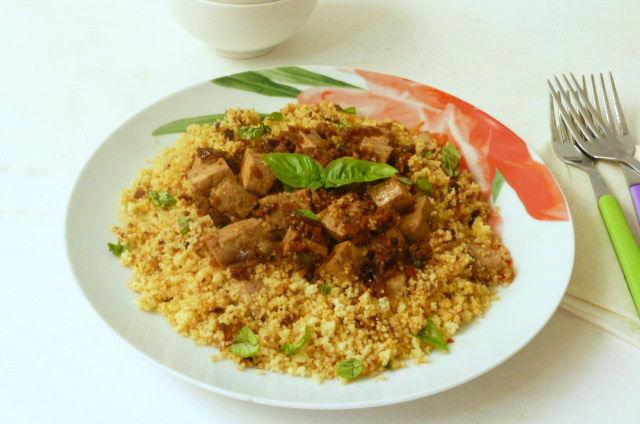 cous cous con tofu e pomodori secchi